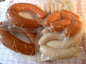 ingeschweißt für die Reise: Stadtwurst, Weißwurst, Nürnberger und Regensburger