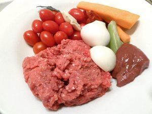 Hackfleisch gemischt, Gemüse und Kalbsleber