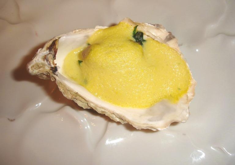 Austern mit Spinat und Sauce Hollandaise
