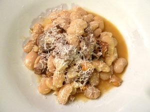 Lammbohneneintopf mit Parmesan