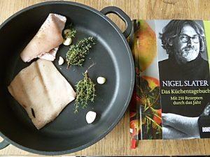 Schwarte, Thymian, Knoblauch und Kochbuch