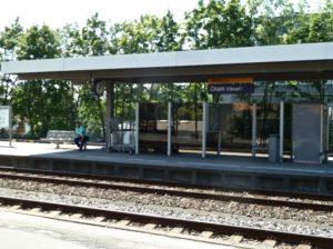 Mittags am Bahnhof