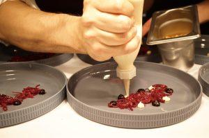 fermentierter Rotkohl, piemonteser haselnuss und Schalotte am Pass